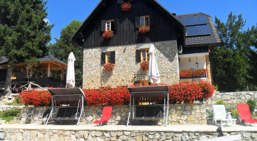 Golubović Radovanka –  Plitvice Etno House