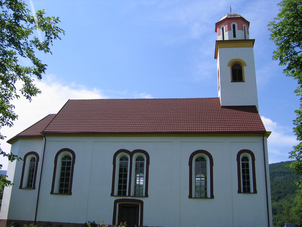 Serbian orthodox church – St. Apostles Peter and Paul in Ličko Petrovo Selo