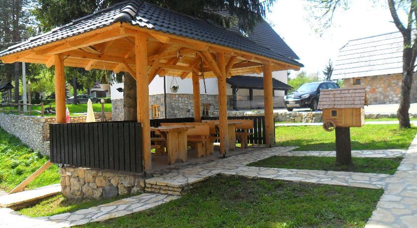 Đević Bogdanka – Plitvice Etno House