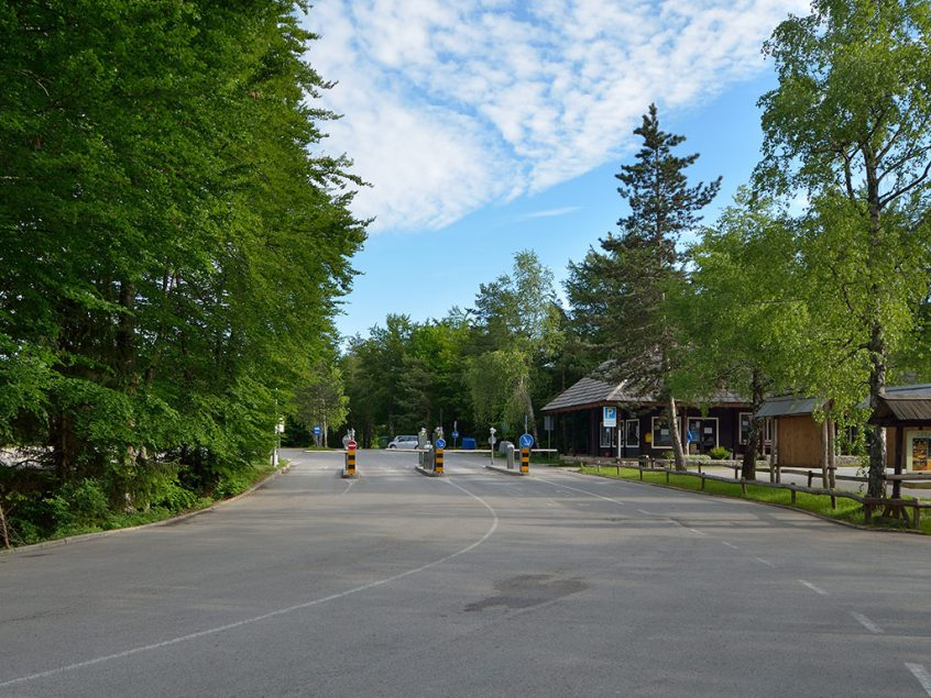 Le parking – L'entrée 1